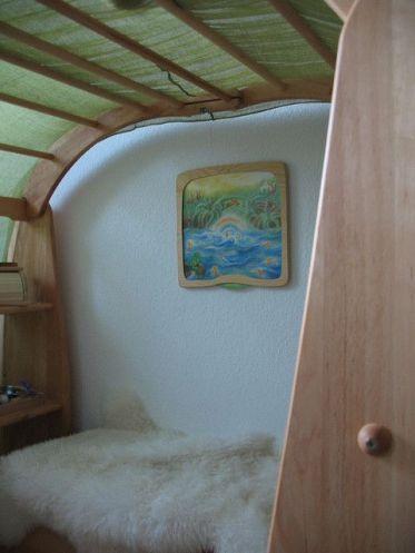quarto waldorf com tapete